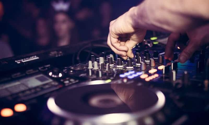 Best DJ Controller For Beginners 2021: Top Full Review, Guide