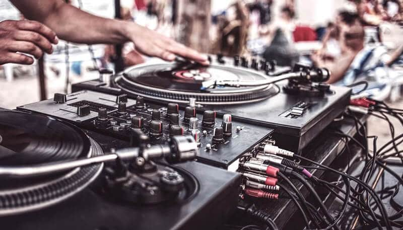 Best DJ Turntables 2021: Top Full Review, Guide