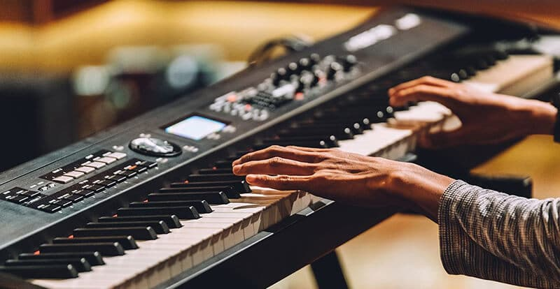 Keyboard Vs Piano 2021: Top Full Review, Guide
