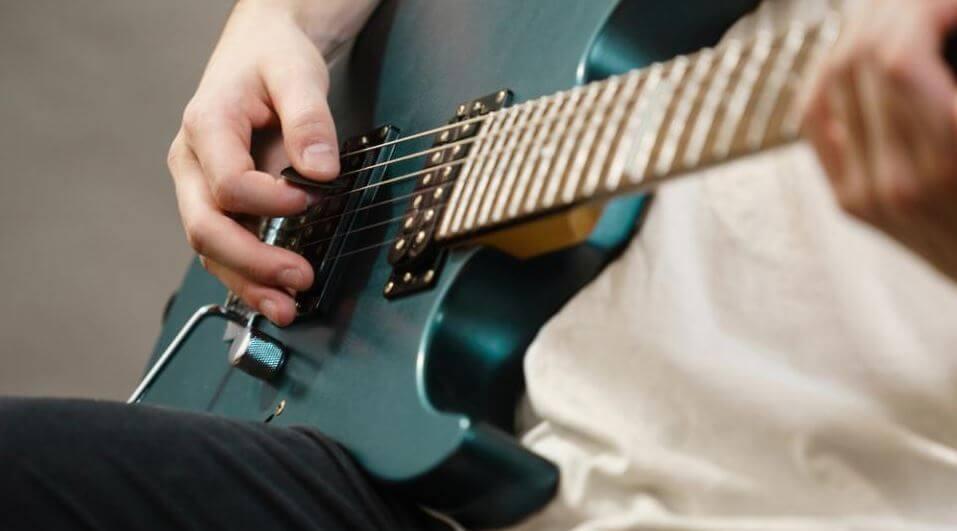 Best Beginner Electric Guitar 2021 Top Brands Review (1)