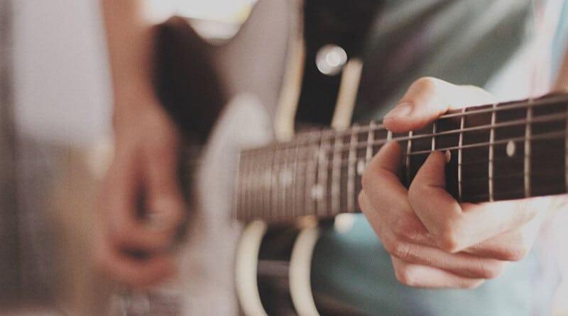 Best Beginner Electric Guitar Brands (1)