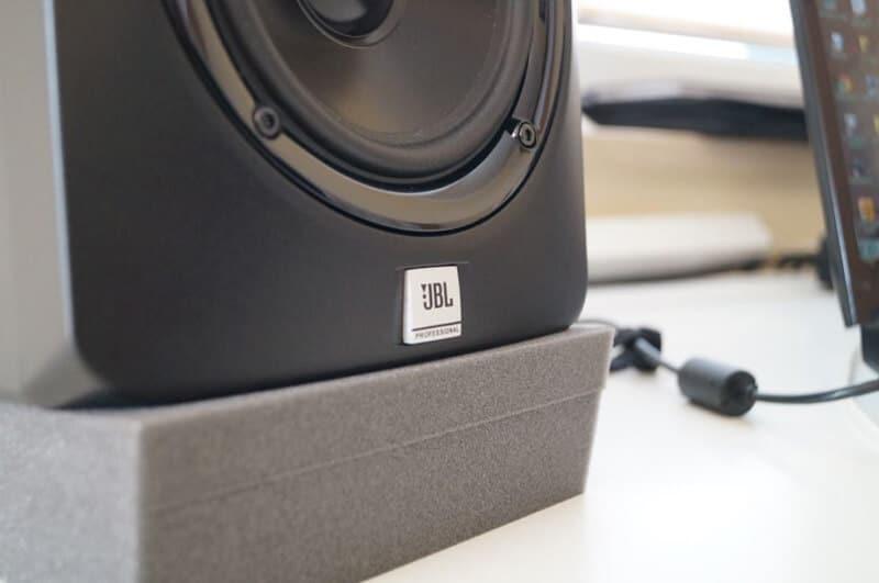 Features JBL LSR305