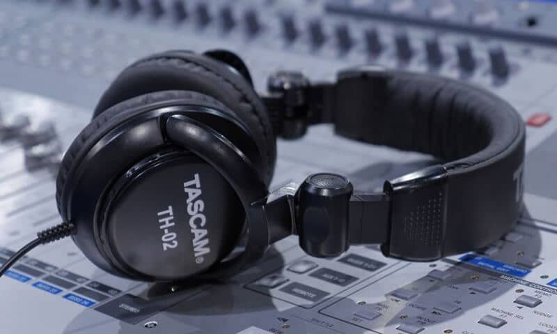 Tascam Th-02 Review 2021 Top Full Guide
