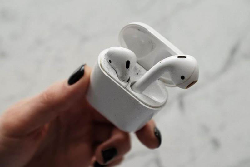 Clean the Case of Your Airpods and Airpods Pro