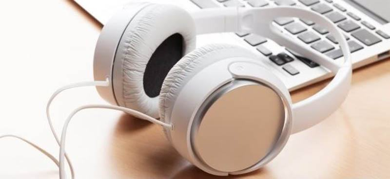 How to Clean Over-ear or on-ear Headphones