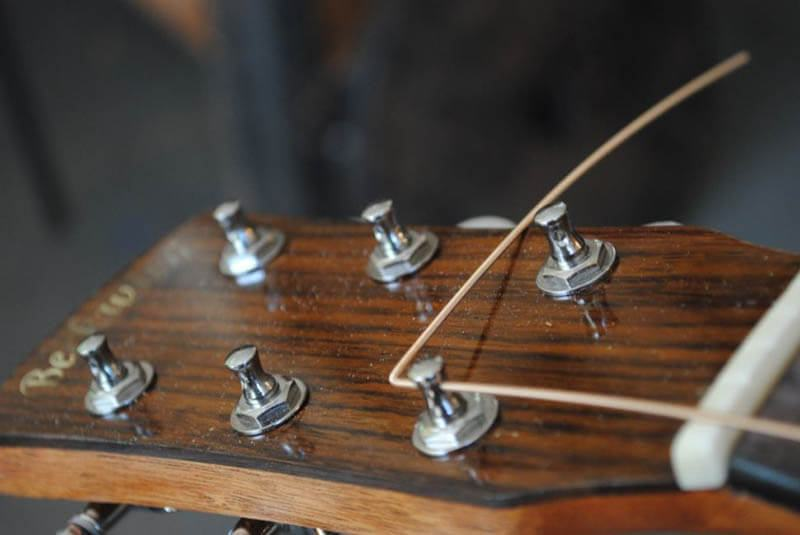 How to wrap guitar strings correctly