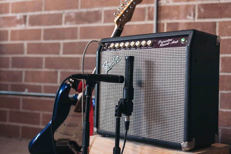 Why Might You Want to Use a Microphone With a Guitar Amp