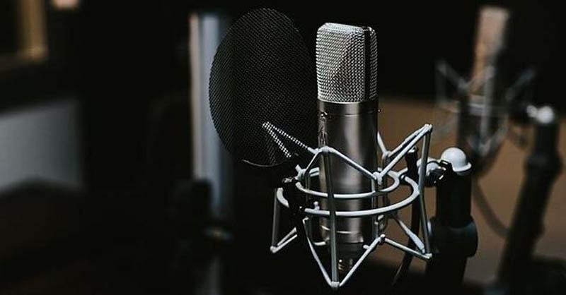 The Comparision Between Ribbon And Condenser Microphones