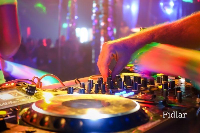 4 Characteristics of House Music